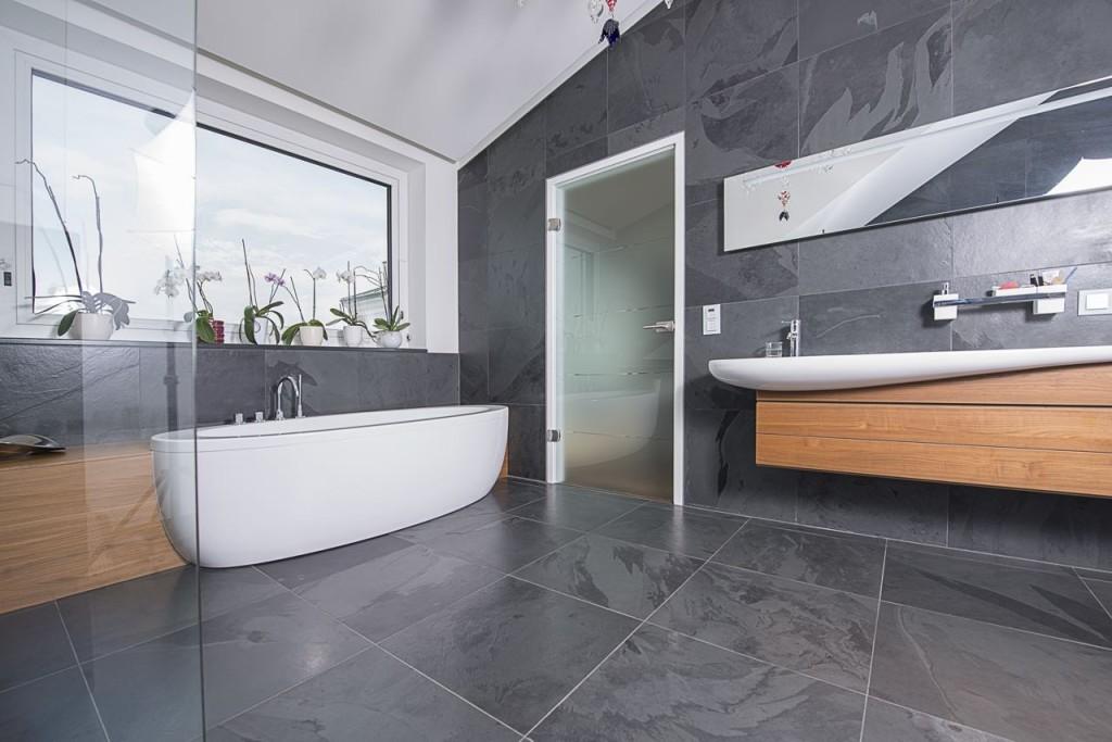Badezimmer Teilgefliest