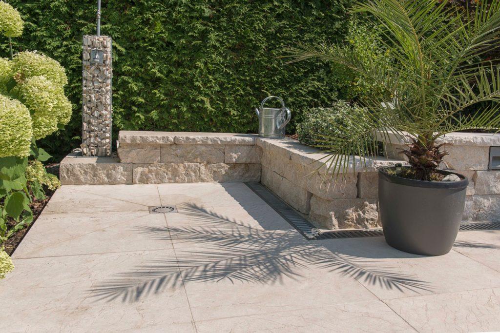Massivmauer gespalten und getrommelt, Boden sandgestrahlt 40,6x40,6x3cm
