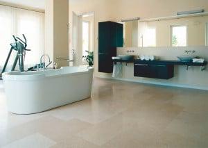 Natursteinboden im Badezimmer