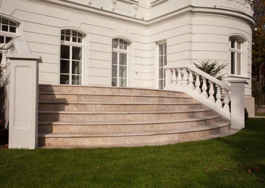 Travertin Treppen Mandorla außen