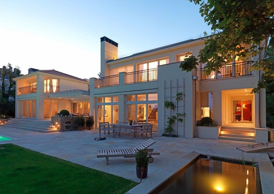 Außenbereich mit Pool Architektenhaus