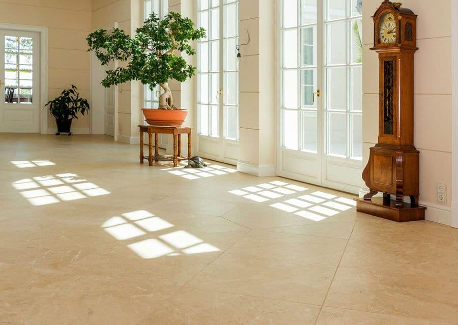 Natursteinboden in klassischer Villa