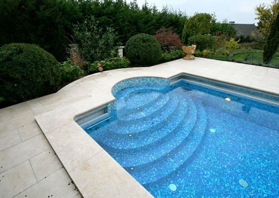 Kalkstein Schwimmbadumrandung