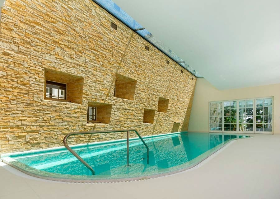 Schwimmhalle Villa