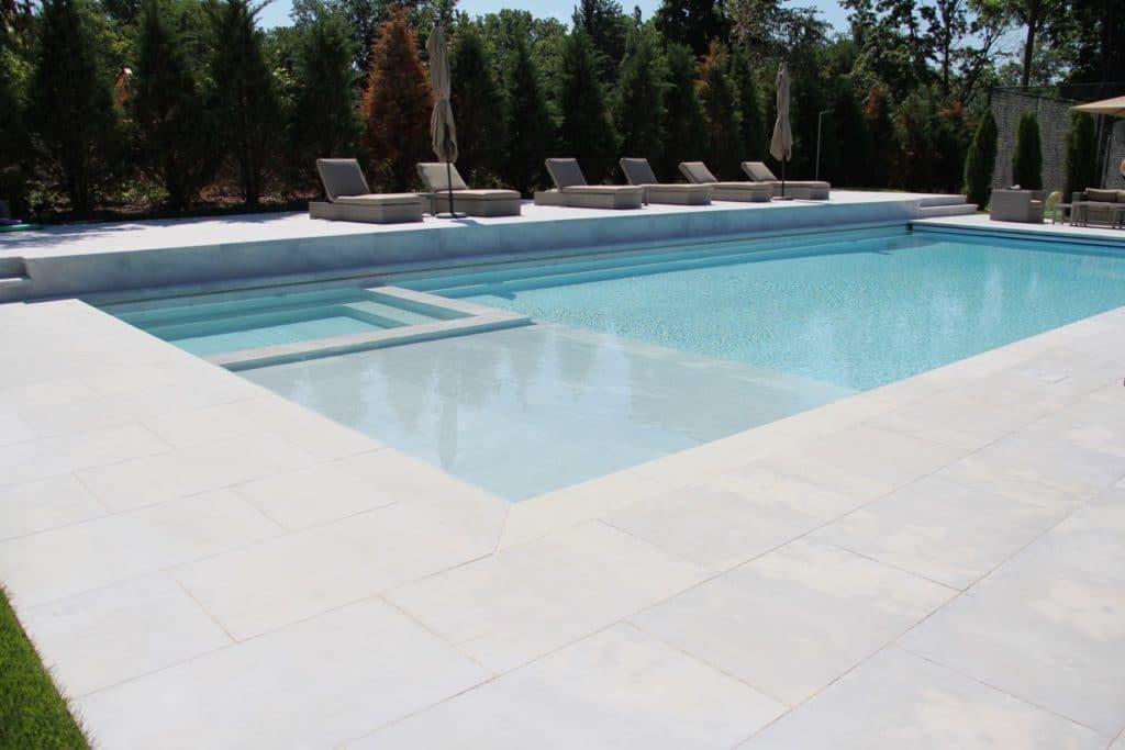 Steinplatten für Terrasse und als Pool Randstein Grigio Nuvolato in grau