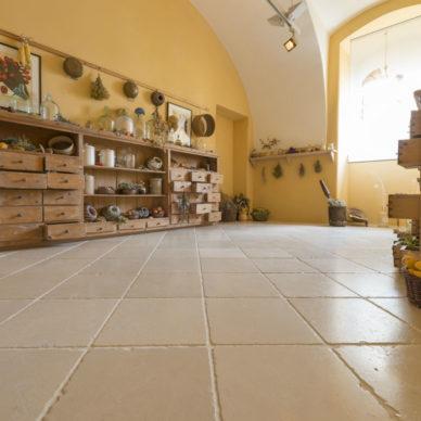 Antiker Kalkstein in Optik von historischen Kelheimer Platten – 03