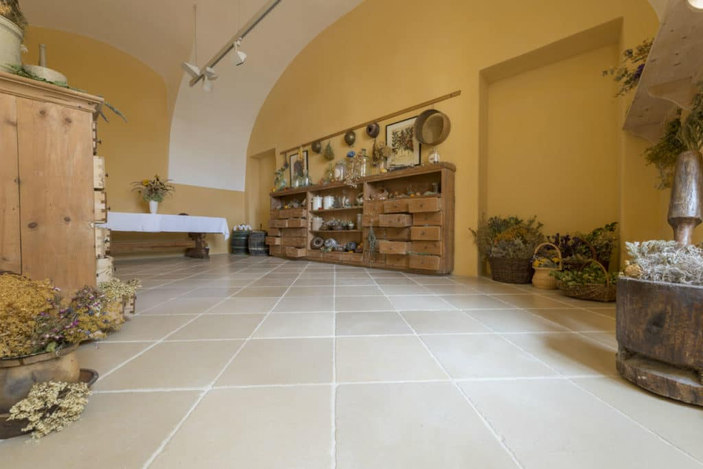 Antiker Kalkstein in Optik von historischen Kelheimer Platten – 04