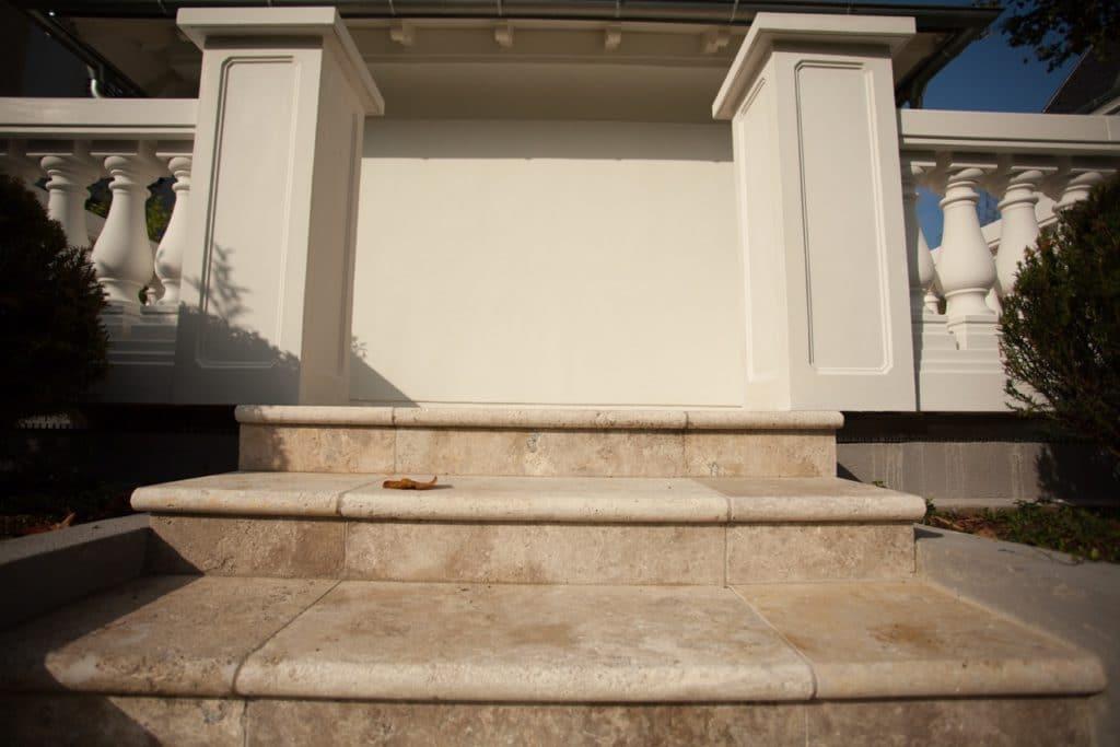 Edeltravertin Mandorla Stufen mit Rundstab-2