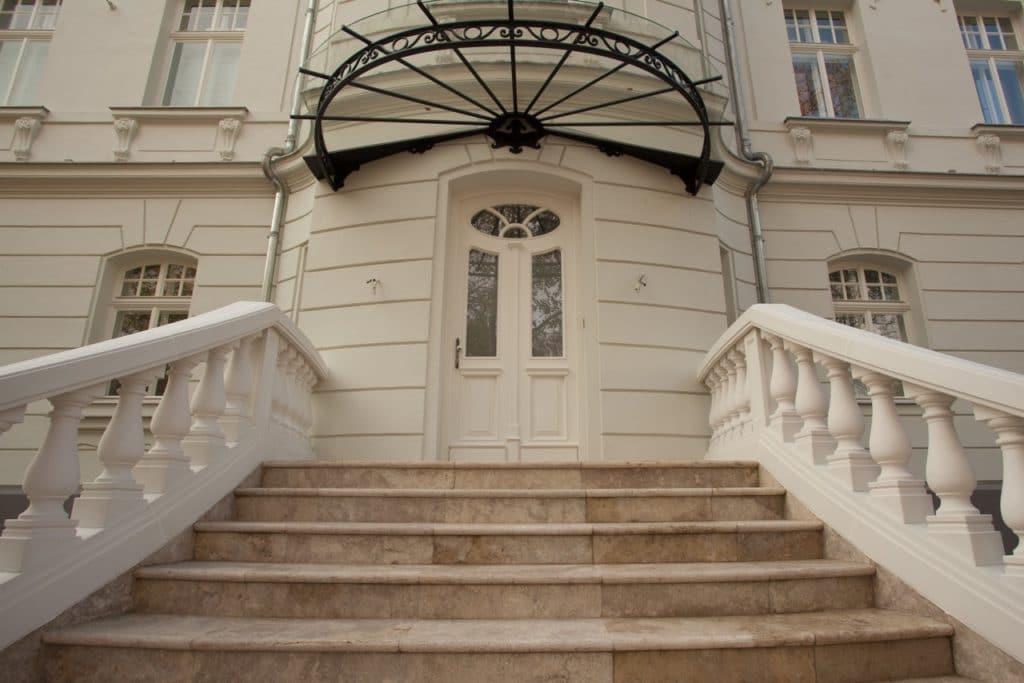 Edeltravertin Mandorla Stufen mit Rundstab-3