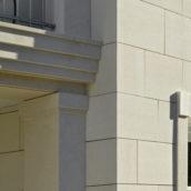Fassadendetail mit Kalkstein gestockt
