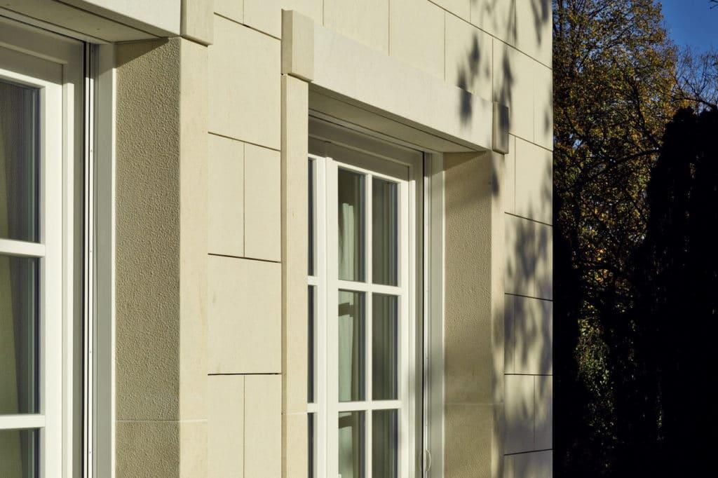 Fassadendetail mit Kalkstein gestockt-3