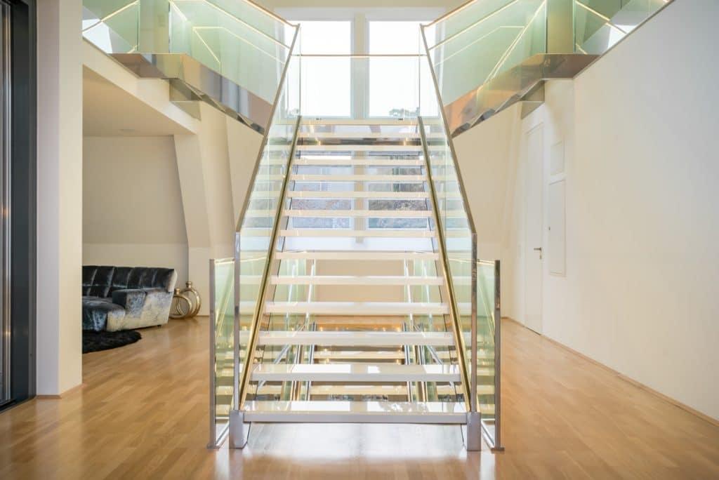 Glaskeramik Stufen freitragend auf Metall-Unterkonstruktion