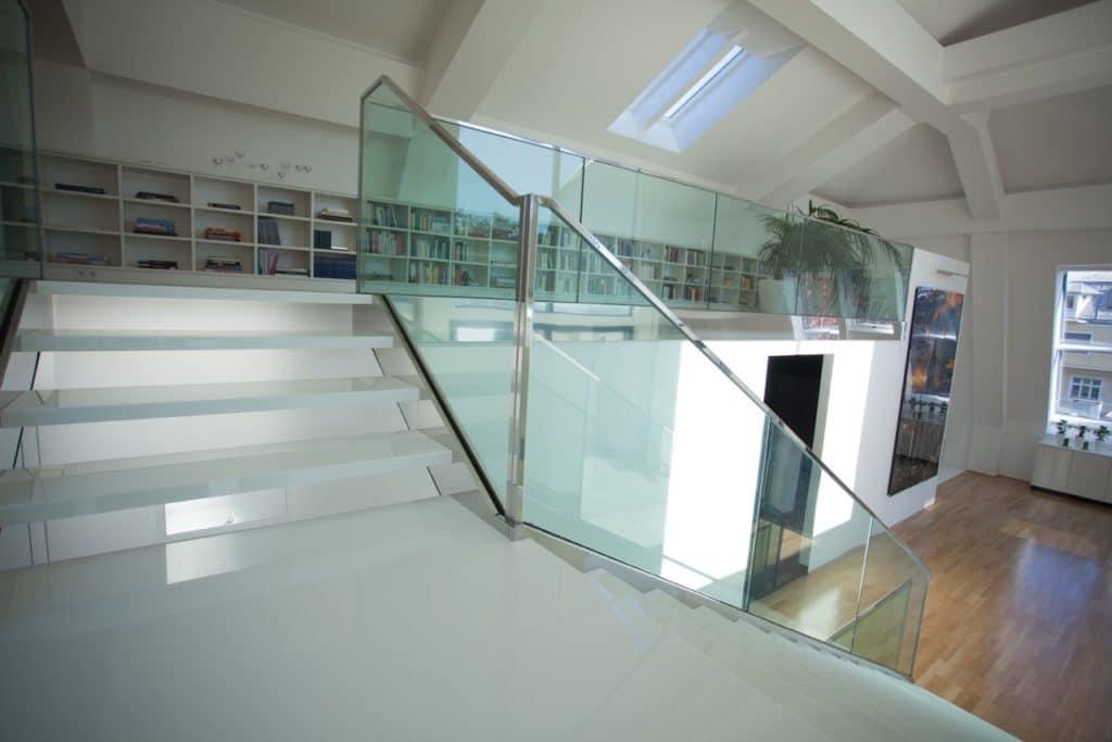 Glaskeramik Stufen freitragend auf Metall-Unterkonstruktion-3