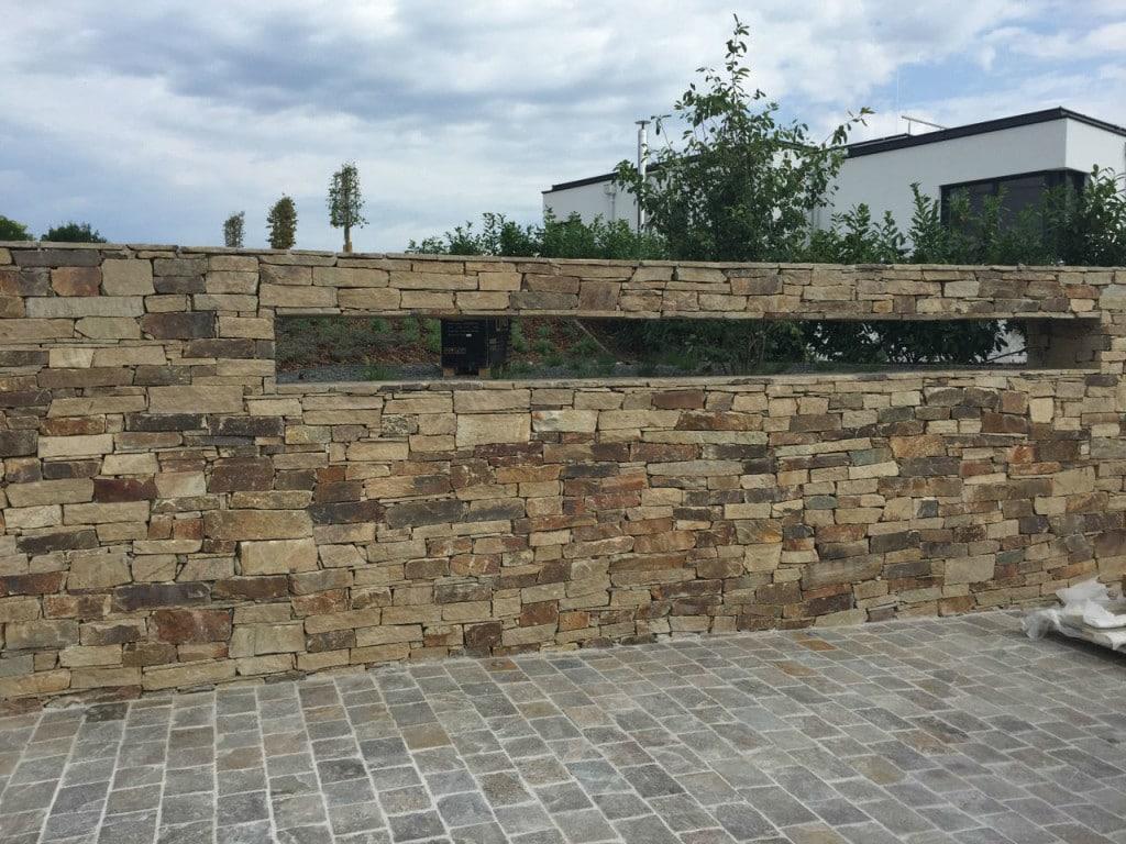 Gneis Bruchsteinmauer Garten
