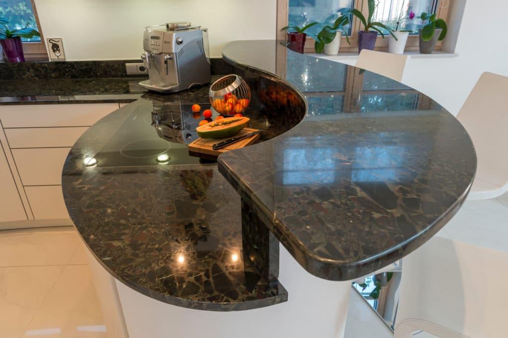 Granit Küchenplatte poliert, gebogen-2