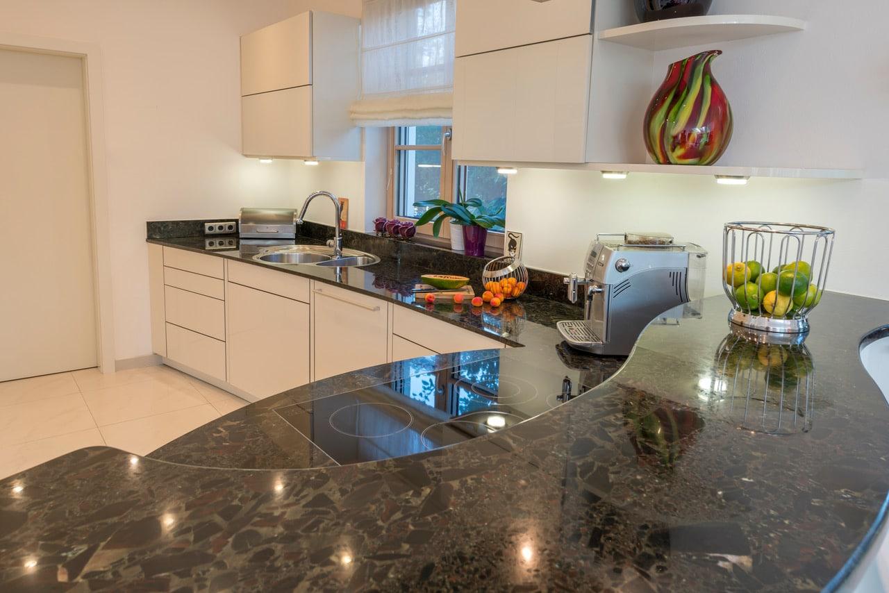 Granit Küchenplatte poliert, gebogen-3