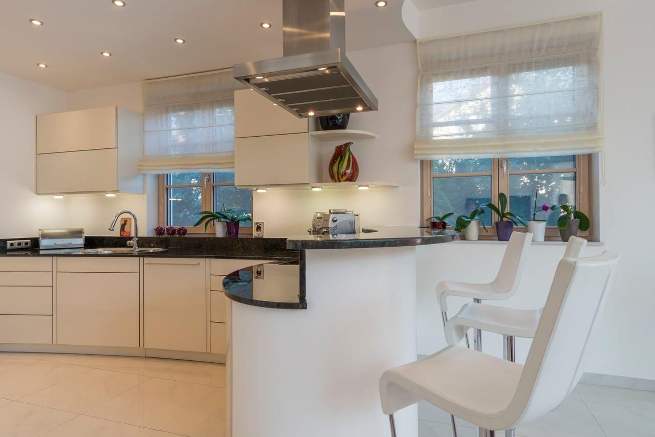 Granit Küchenplatte poliert, gebogen