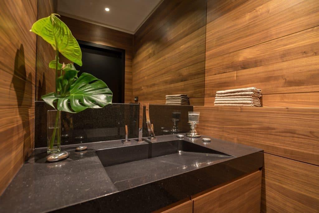 Granit Waschbecken in massiver Ausführung