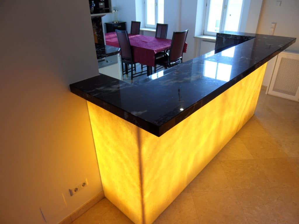 Küchenfront mit hinterleuchteten Onyx-2