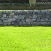 Kalkstein grau Garten aussen