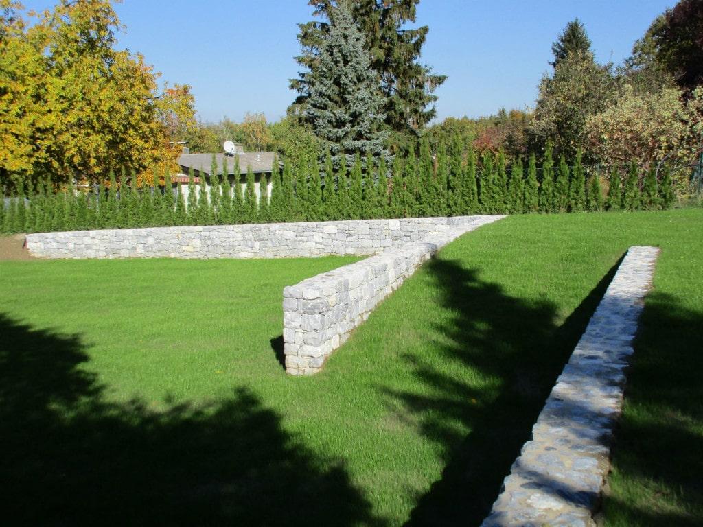 Kalkstein grau Mauer Garten