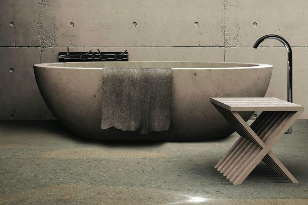 Luxusbad mit Wanne aus Beton und Bodenfliesen aus Kalkstein grau-beige