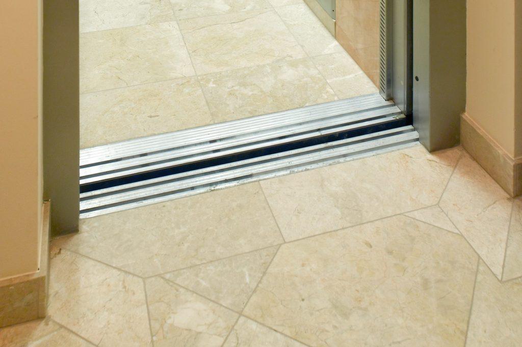 Levante Crema geschliffen Liftdetail