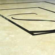 Levante Crema geschliffen mit Fries und Monogramm-2