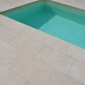 Levante Crema sandgestrahlt farbvertieft 40,6x61cm Poolrand mit Rundstab
