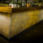 Quarzitplatte hinterleuchtete Bar