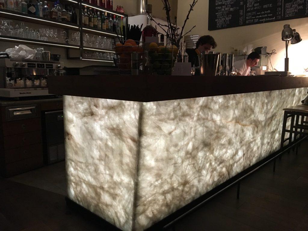 Restaurant La Mia Quarzit Bar hinterleuchtet-2