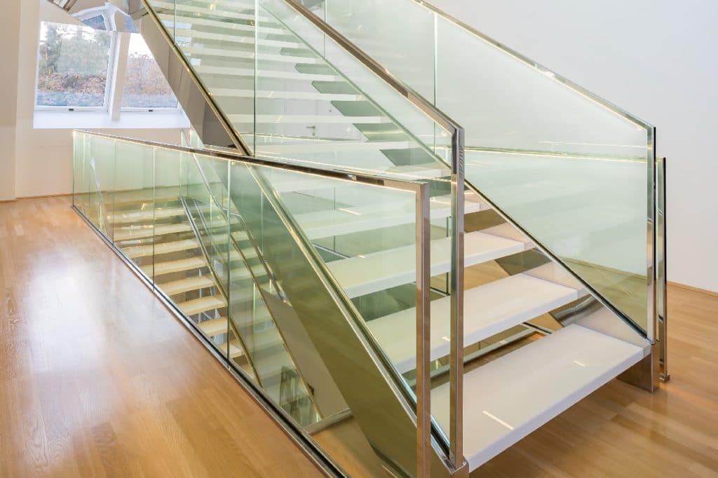 Technostein Stufen freitragend auf Metall-Unterkonstruktion-3