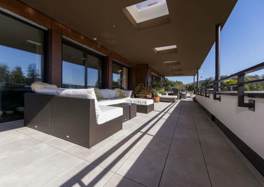 Levante Crema sandgestrahlt auf öffentlicher Terrasse