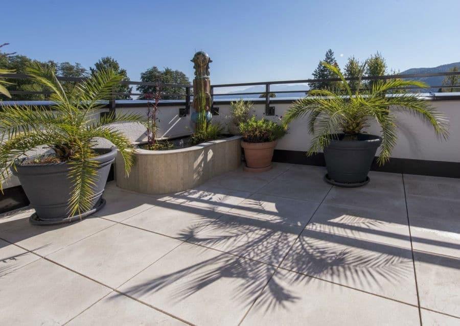 südländische Terrasse mit Levante Crema Sandgestrahlt