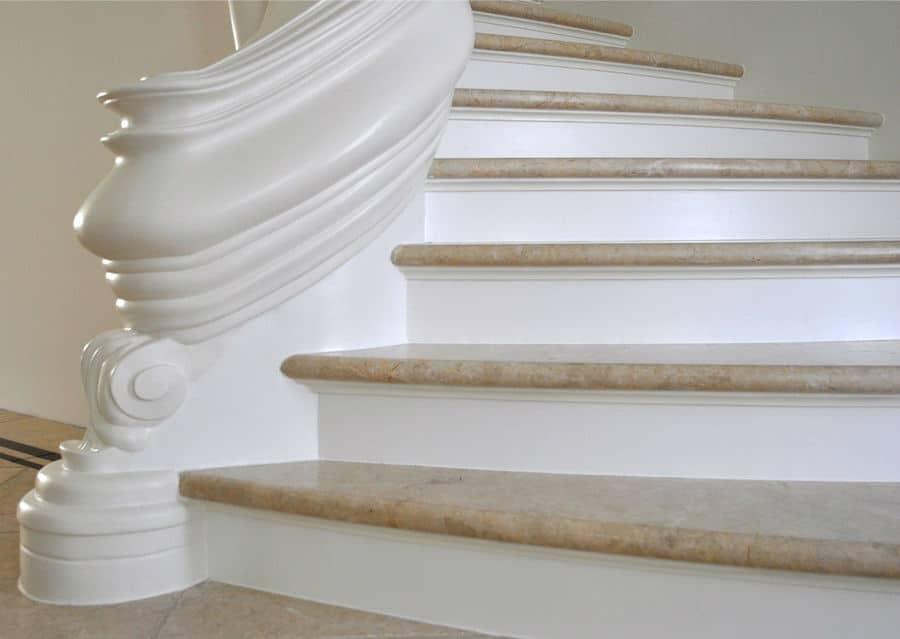 rustikale Steintreppe aus Kalkstein Levante Crema Treppenplatten