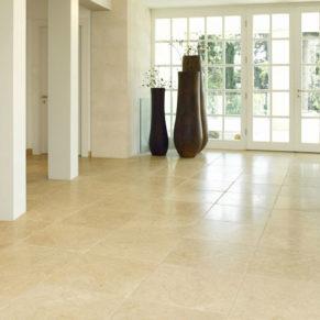 Eingangshalle Levante Crema antik