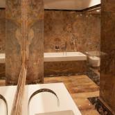Edles Luxusbad aus Marmor