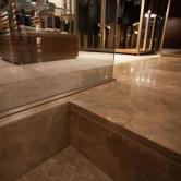 geschliffener Kalkstein öffentlicher Raum