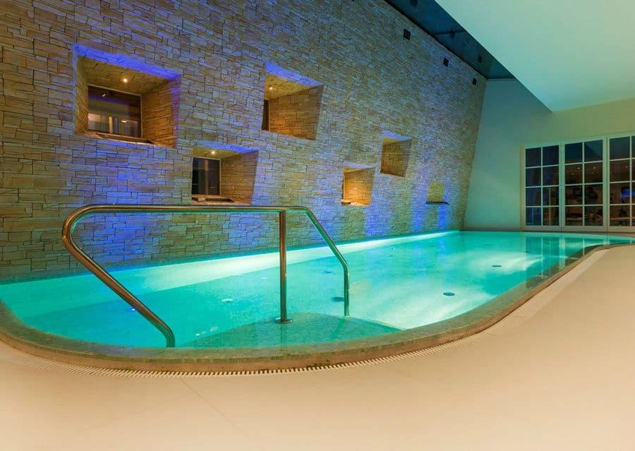 Schöner Pool mit Wellness