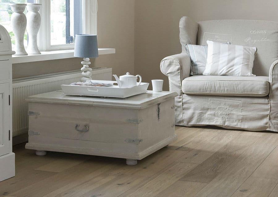 Landhausdielen mit Möbel