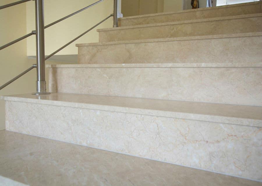 Kalkstein Levante Crema Stufen