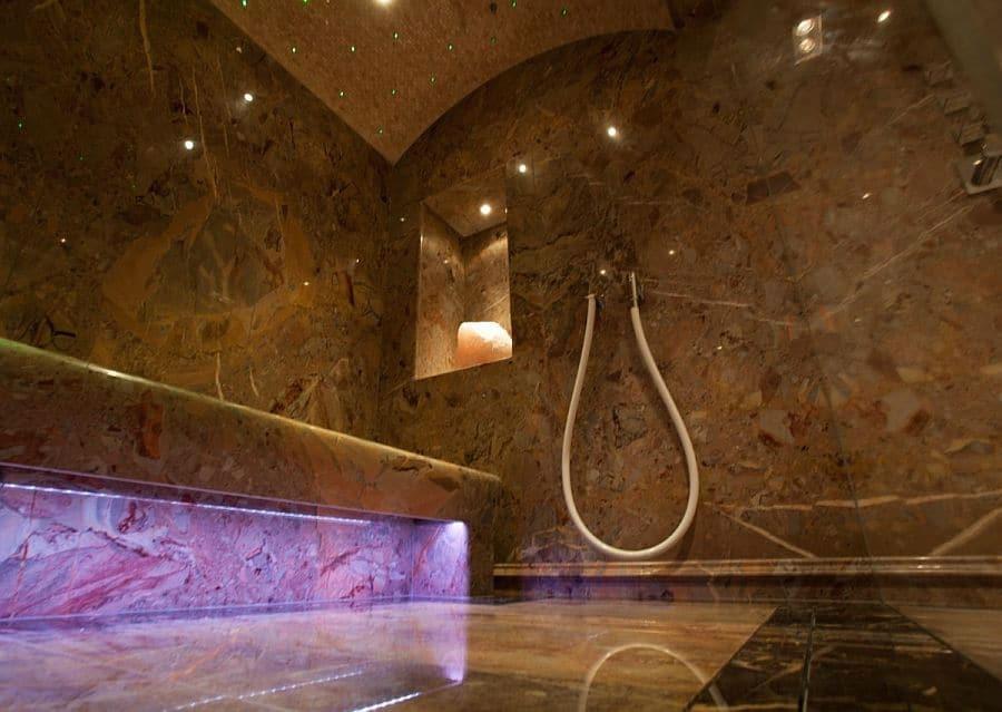 Luxus Badezimmer mit Dampfkammer