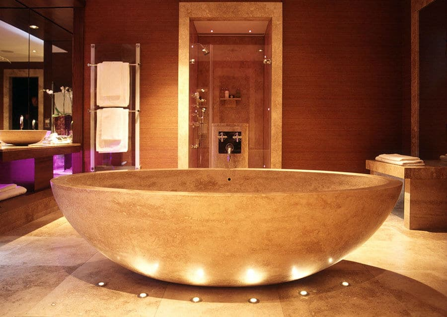 Luxusbäder massive Kalksteinwanne