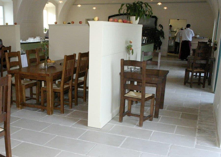Schlosshof Natursteinboden