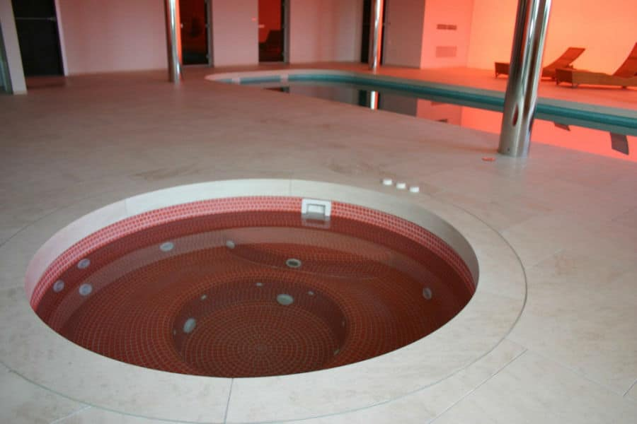 Wellness Glasmosaik Whirlpool