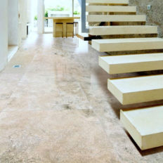 Steinboden aus Naturstein marmoriert