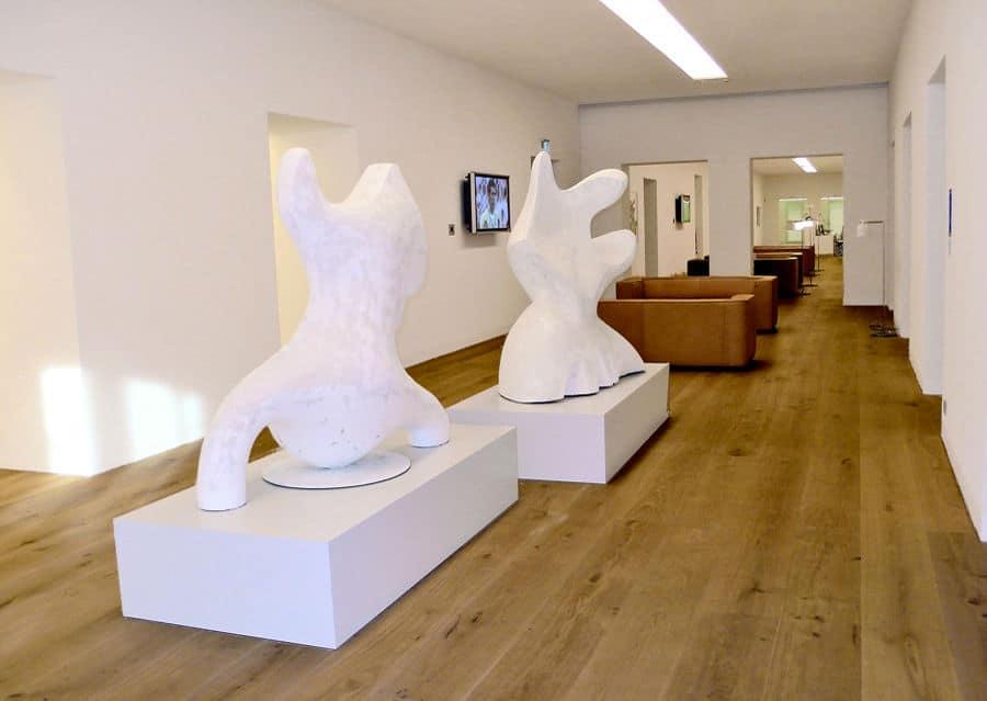 Schlossdielen mit Skulpturen