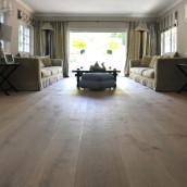 Schlossdielen Wohnzimmer mit Möbel