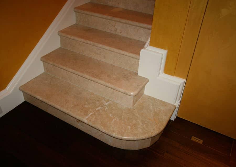 Stein und Holz Treppe