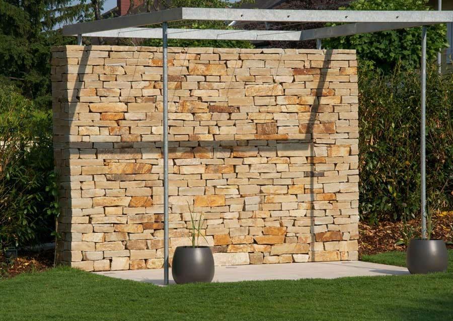 STeinmauer aus Gneis